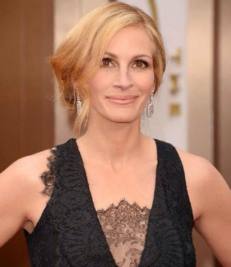 49-летняя Джулия признана самой красивой женщиной планеты во второй раз! Никакой пластики, секрет в…