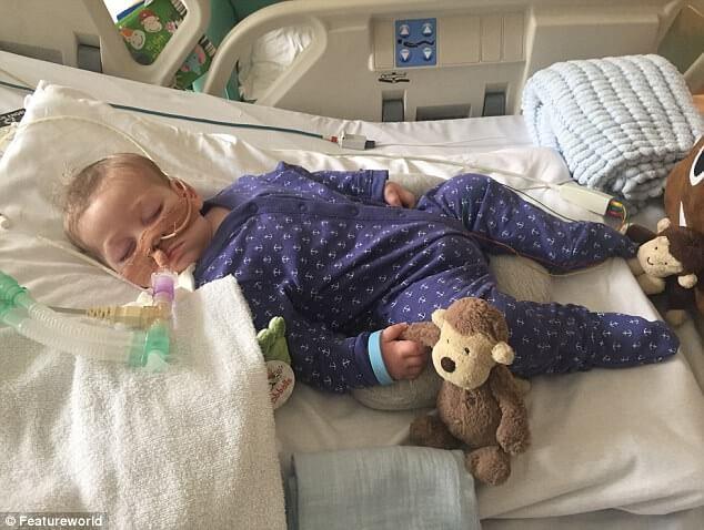 Положено умереть: суд не дал родителям отвезти ребенка в США на лечение