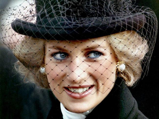 ВИДЕО: Елизавета II всю жизнь прячет дочь принцессы Дианы