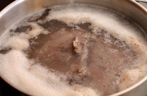 Вот что означает образование большого количества пены в супе