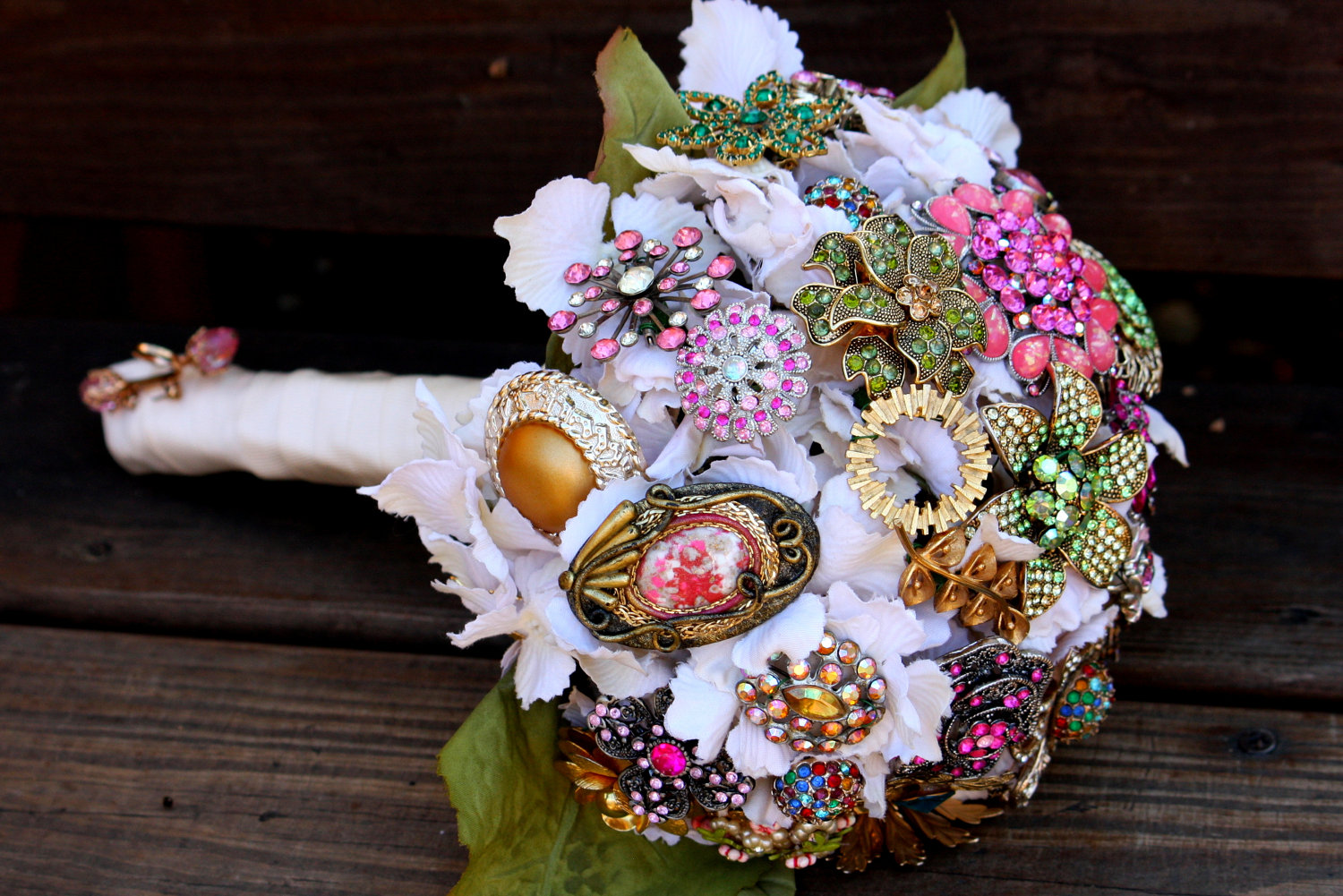 http://mubeautylady.ru/wp-content/uploads/2017/09/brooch-bridal-bouquets-vintage-wedding-ideas-1-original.jpg