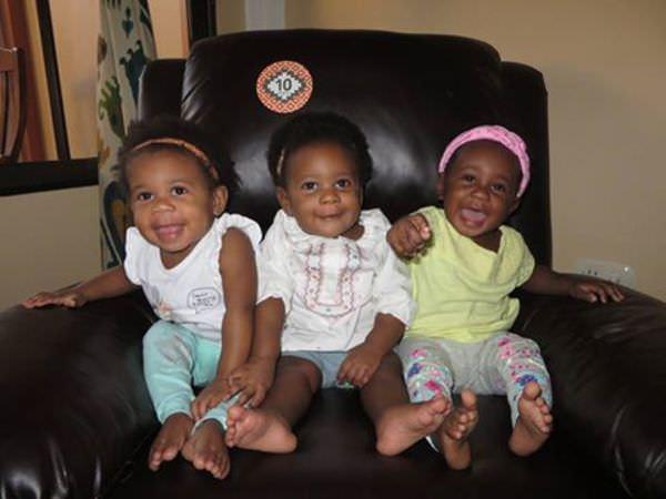 Девушка родила 3 темнокожих младенцев — отец детей, увидев их, расплакался