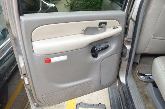 Мужик приобрел автомобиль с пробегом и нашёл этот сюрприз в дверце