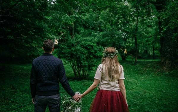 Отчим отказался платить за свадьбу падчерицы, когда увидел истинное лицо своей любимой и её дочери