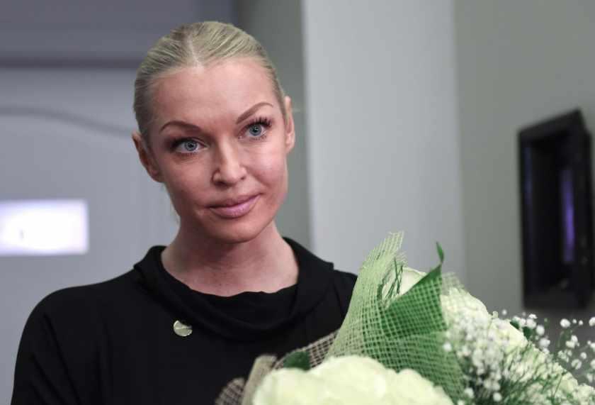 «Всю жизнь под шофе»: Волочкова поразила своим поведением в аэропорту