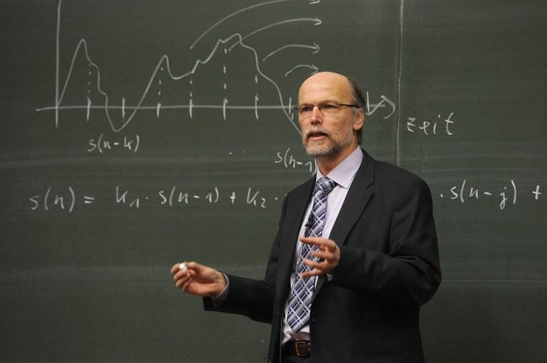 Этот профессор порвал студента в клочья!