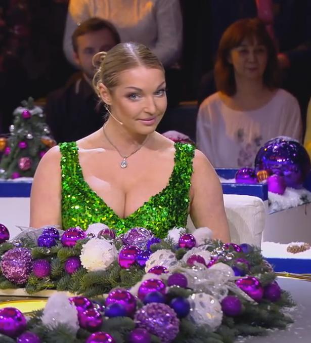 Лариса Гузеева высмеяла Анастасию Волочкову за слишком откровенное платье