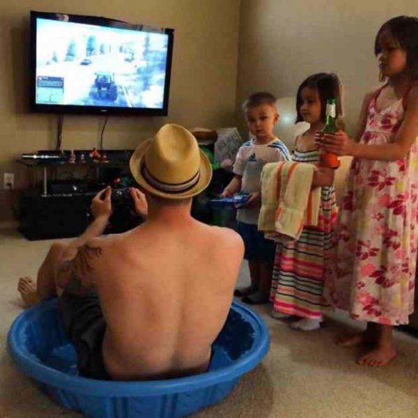 Фото-доказательства того, что дети любят папу больше, чем маму