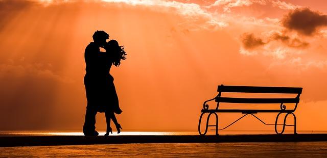 Как понять что мужчина действительно тебя любит